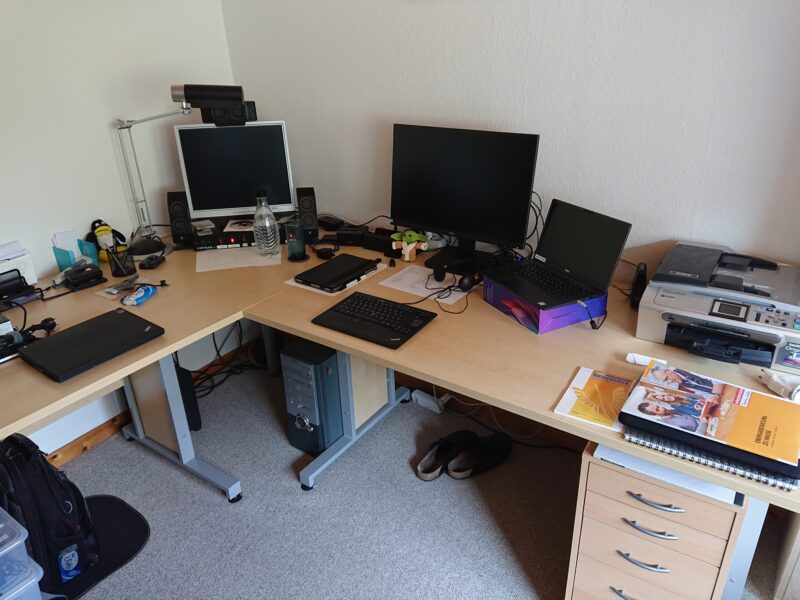 desk-at-the-home-office